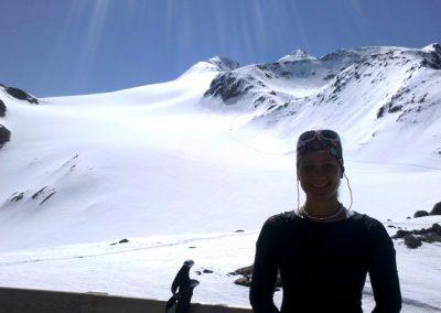 Barbara Haid vor der Similaunhütte, Juni 2014 (Foto: Barbara Haid)