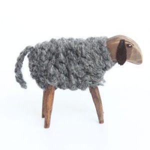 Schaf aus Holz und Schafwolle handgemacht