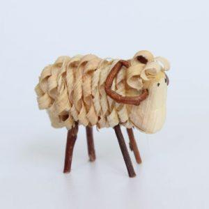 Schaf aus Holzspänen handgemacht